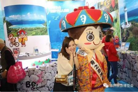 在恰逢中丹旅游年、中澳旅游年以及出境游的定制化、多样化、深度化的环境下,第十四届上海世界旅游博览会开幕仪式今日在上海展览中心隆重举行。来自全球多个目的地、驻沪领事馆、商会及旅游相关企业等中外嘉宾出席。 上海市旅游局副局长程梅红女士、上海万耀企龙展览有限公司总裁仲刚、捷克乌斯季州副州长Jaroslav Komnek先生、突尼斯驻华使馆大使迪亚哈立德先生、锦江国际集团副总裁邵晓明先生共同启动第十四届上海世界旅游博览会开幕装置。丹麦国家旅游局副局长弗莱明布鲁恩先生在开幕式上表达了进一步加强国际友