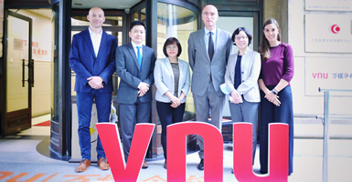 Consul General of The Netherlands in Shanghai paid visit to VNU